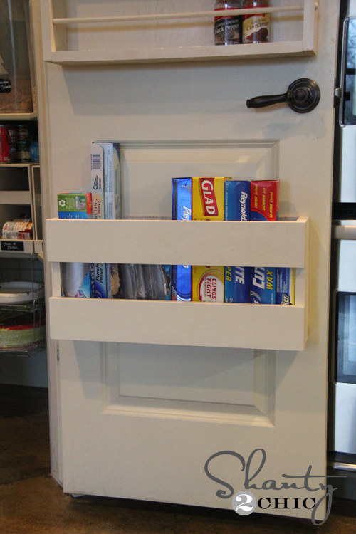 Make it simple to find the plastic baggie or food wrap you need by organizing them all on the pantry door.