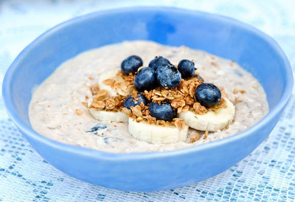 Blueberry banana overnight oats. Recipe HERE.