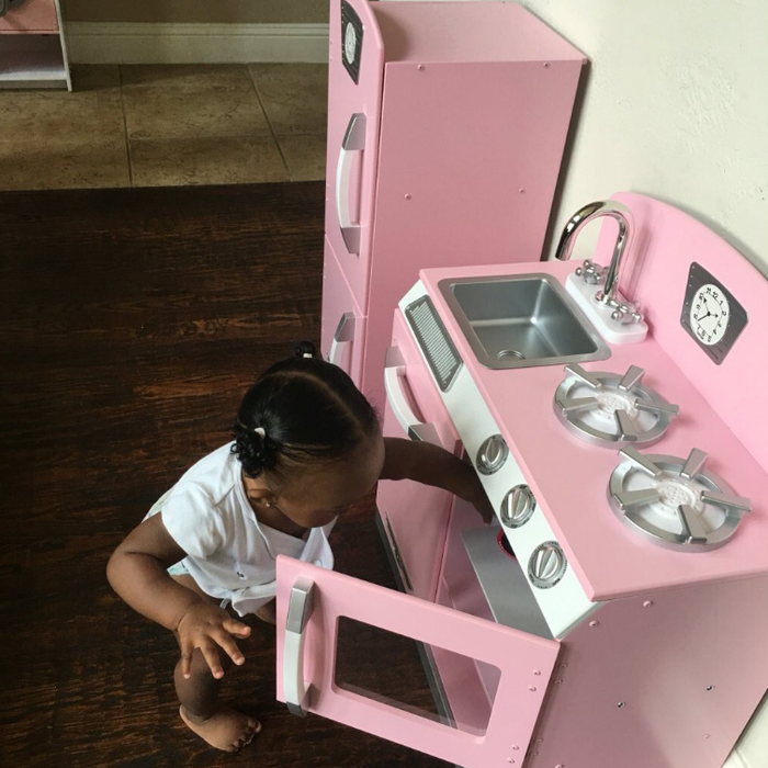 """Smith told BuzzFeed News she came across the playhouse one night while shopping online.""""Her grandma had already gotten the car and a kitchen for her birthday,"""" she said. """"So I decided, why not give her a full setup?"""""""