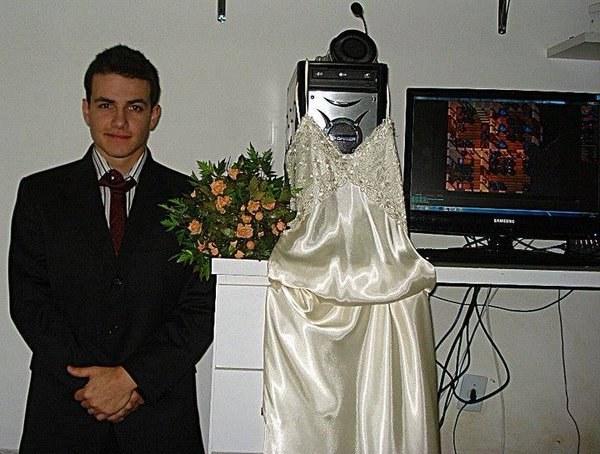 Y al final no importa si no tienes pareja, te casas con tu compu.
