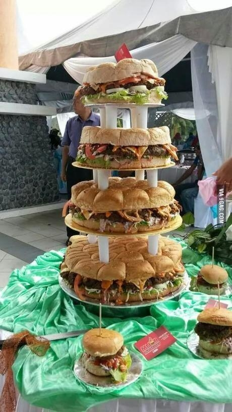 ¿Quién quiere un pastel de cuatro pisos de harina cuando puede tener esta delicia?