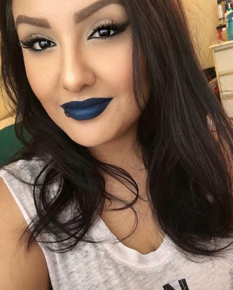 Por supuesto, puede que pienses que el labial azul no es para ti.