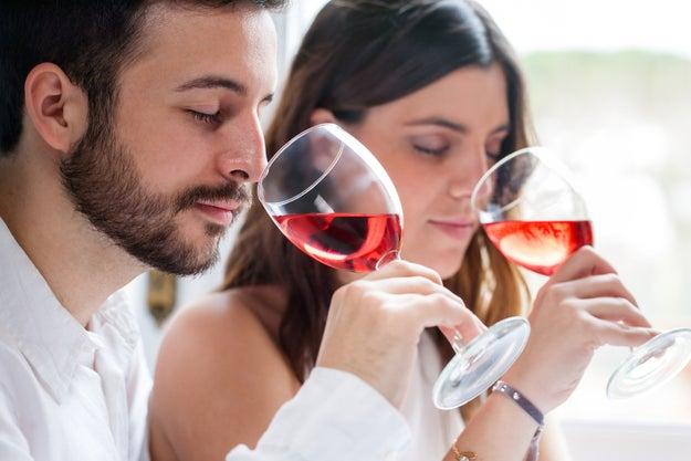 No oler el vino antes de probarlo.