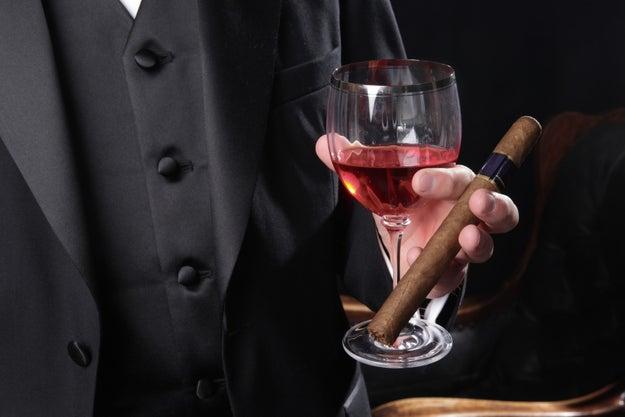Combinar tabaco con vino.