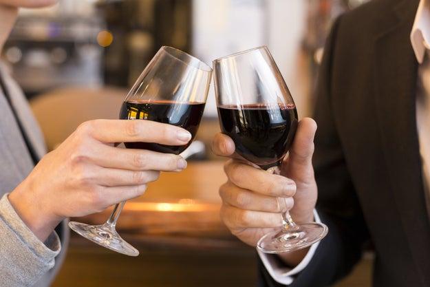 Empezar a conocer con variedades de vino muy secas.