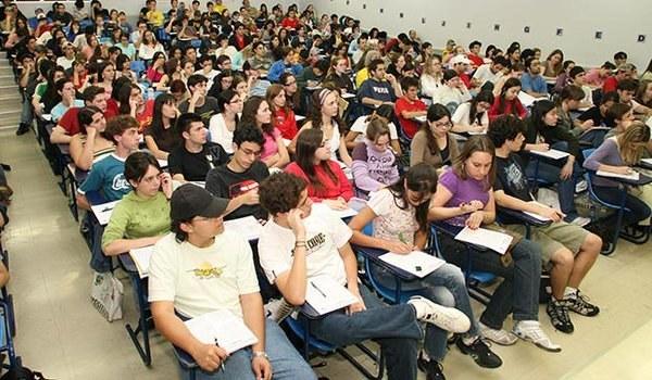 Dificilmente você conheceu todo mundo que estudava com você, já que eram salas enormes.