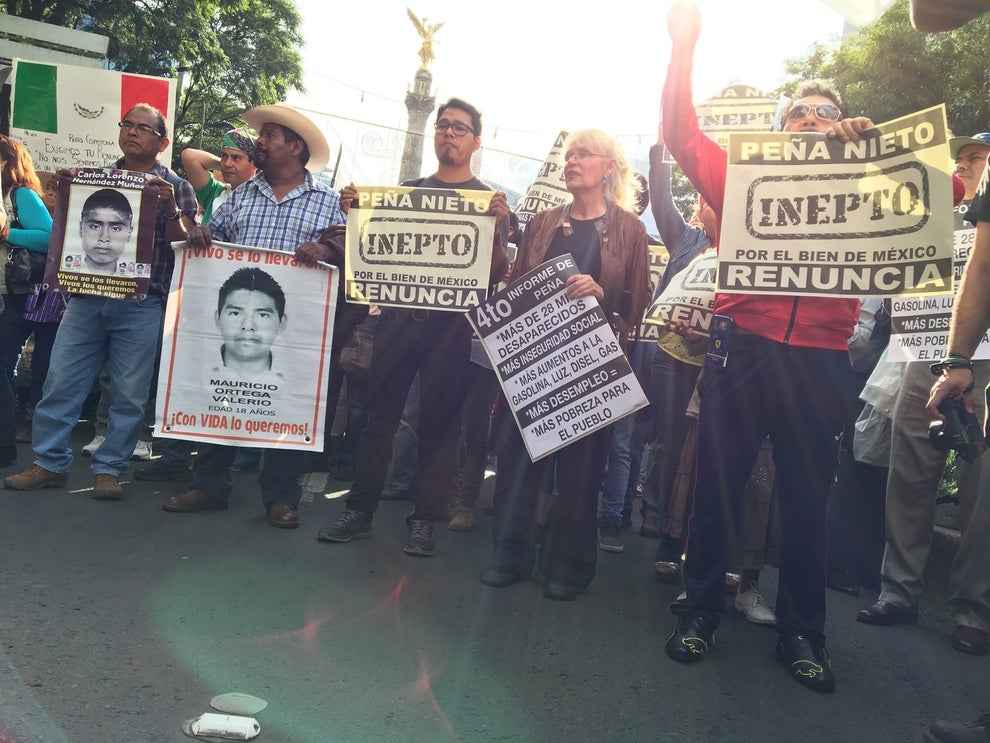 La tarde del 15 de septiembre de 2016, miles de ciudadanos se manifestaron en distintos puntos del país para exigir la renuncia del presidente mexicano Enrique Peña Nieto.