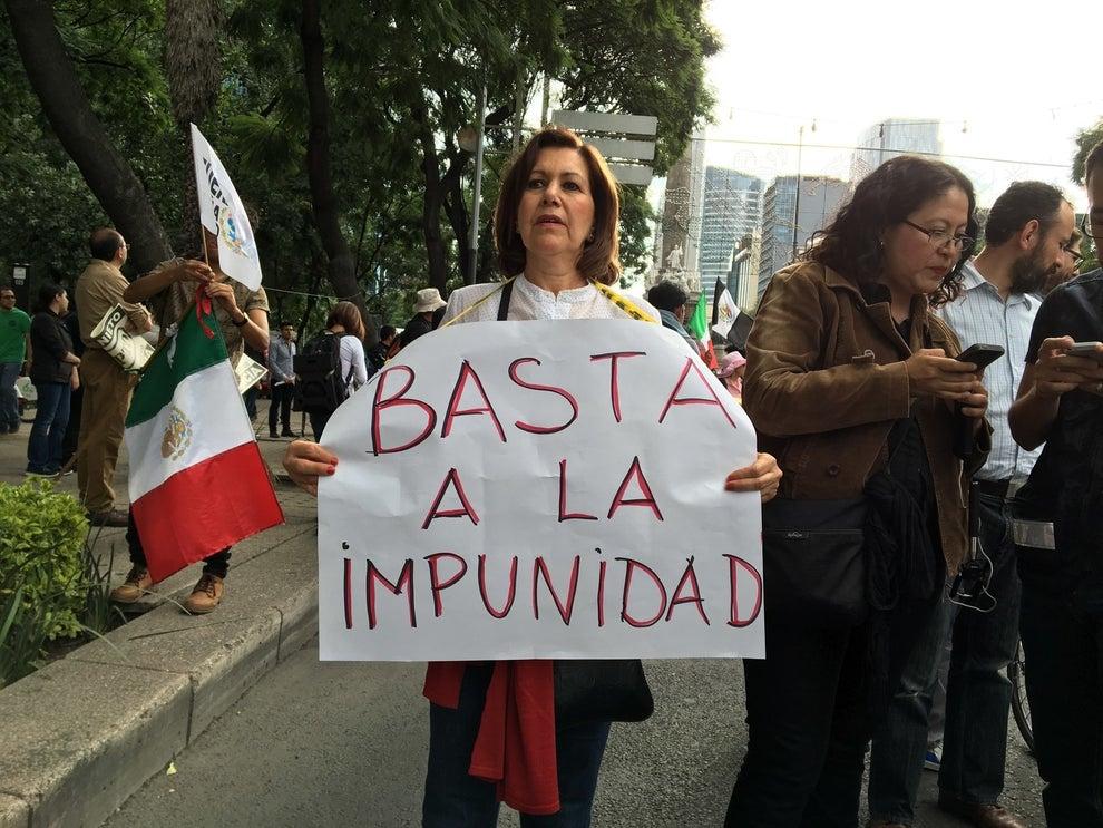 Con canciones, pancartas y consignas, México vuelve a pedir un alto.