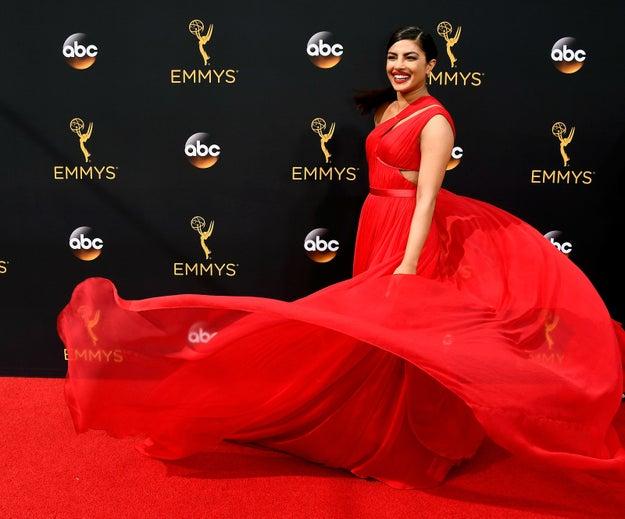 Esta visión en rojo de Jason Wu que presumió Priyanka Chopra.