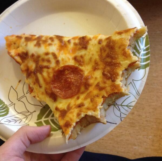Ninguna pizza debería comerse por la orilla primero: