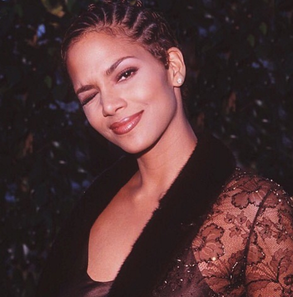 Halle Berry reminded us she hasn't aged since 1998 with her TBT pic.