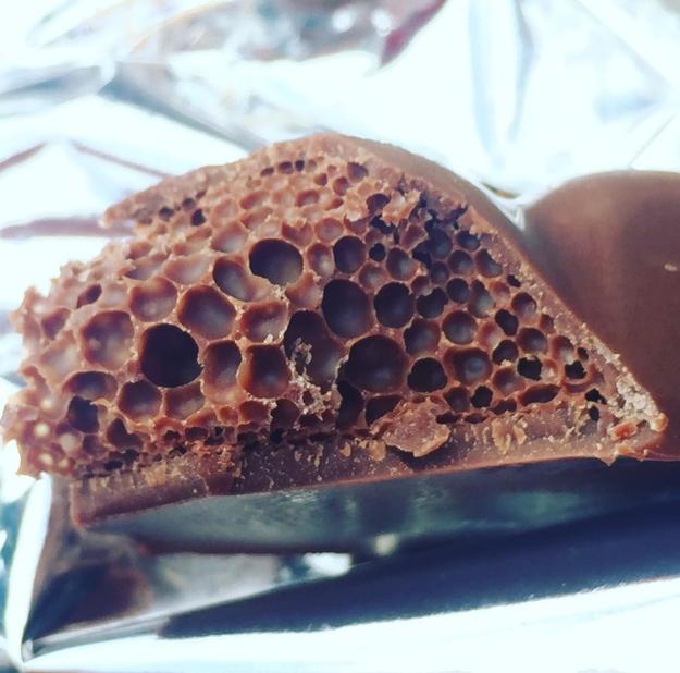 Mientras comes un chocolate.