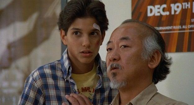Ralph Macchio, el actor que hacia el papel de Daniel LaRusso ahora es más grande que el señor Miyagi cuando salió Karate Kid.