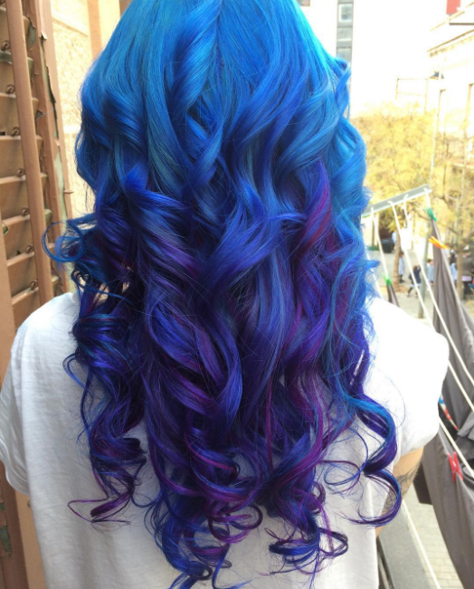 """""""Para cuidar mi cabello azul trato de lavarlo con agua fría y solo una vez cada dos días."""""""