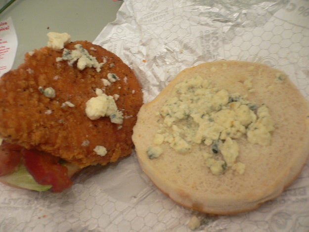 16 Things You'll Only Understand If You Think Bleu Cheese Is Fucking Gross