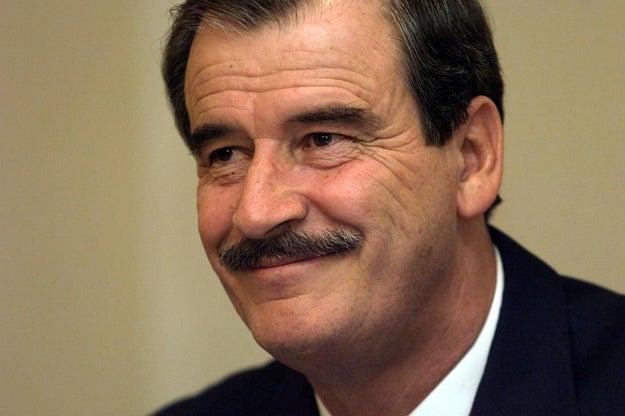 Parece que Donald Trump quiere hacer que México pague desde ahora por el muro del que él no deja de hablar, así que, en el último mes, le ha pedido dinero tres veces a Vicente Fox.