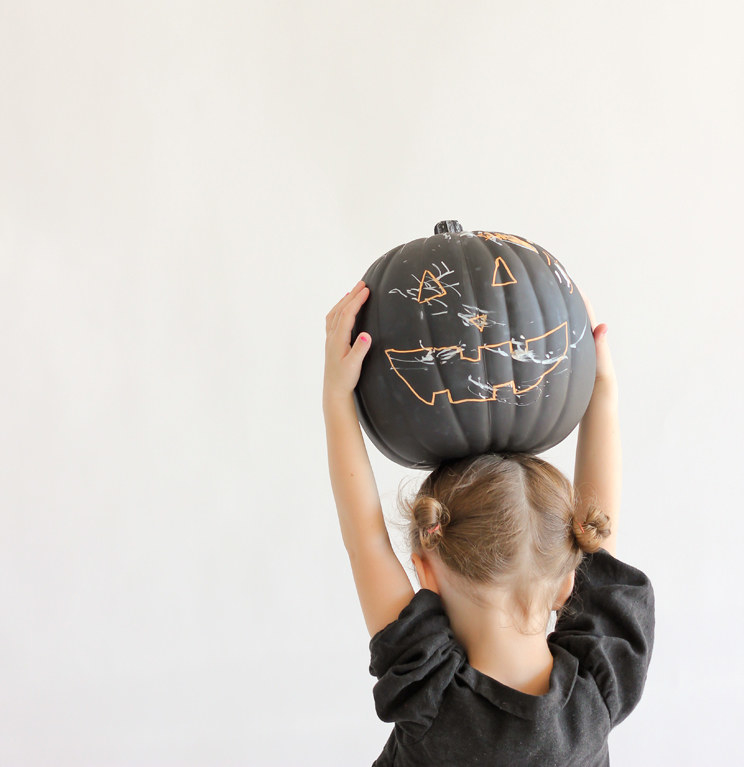 Buzzfeed Halloween Decorations Part - 49: Coat A Couple Of Cheap Plastic Pumpkins In Chalkboard Paint, Then Either  Draw On Them With Chalk Markers, Or Let Your Kiddos Do The Decorating.