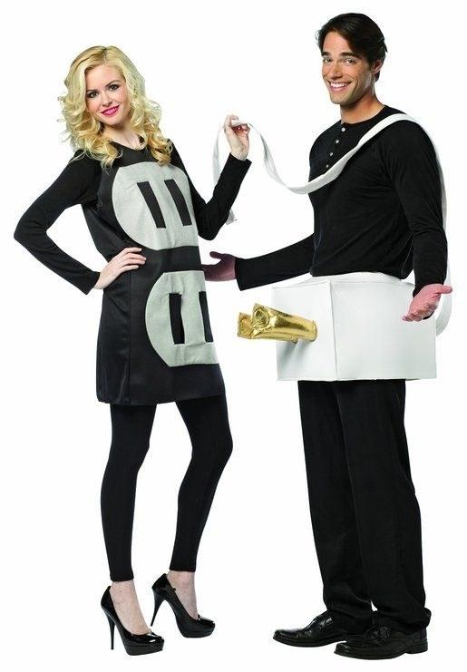 Un disfraz en pareja con doble sentido para demostrar que están enchufados en más de una forma ($580).