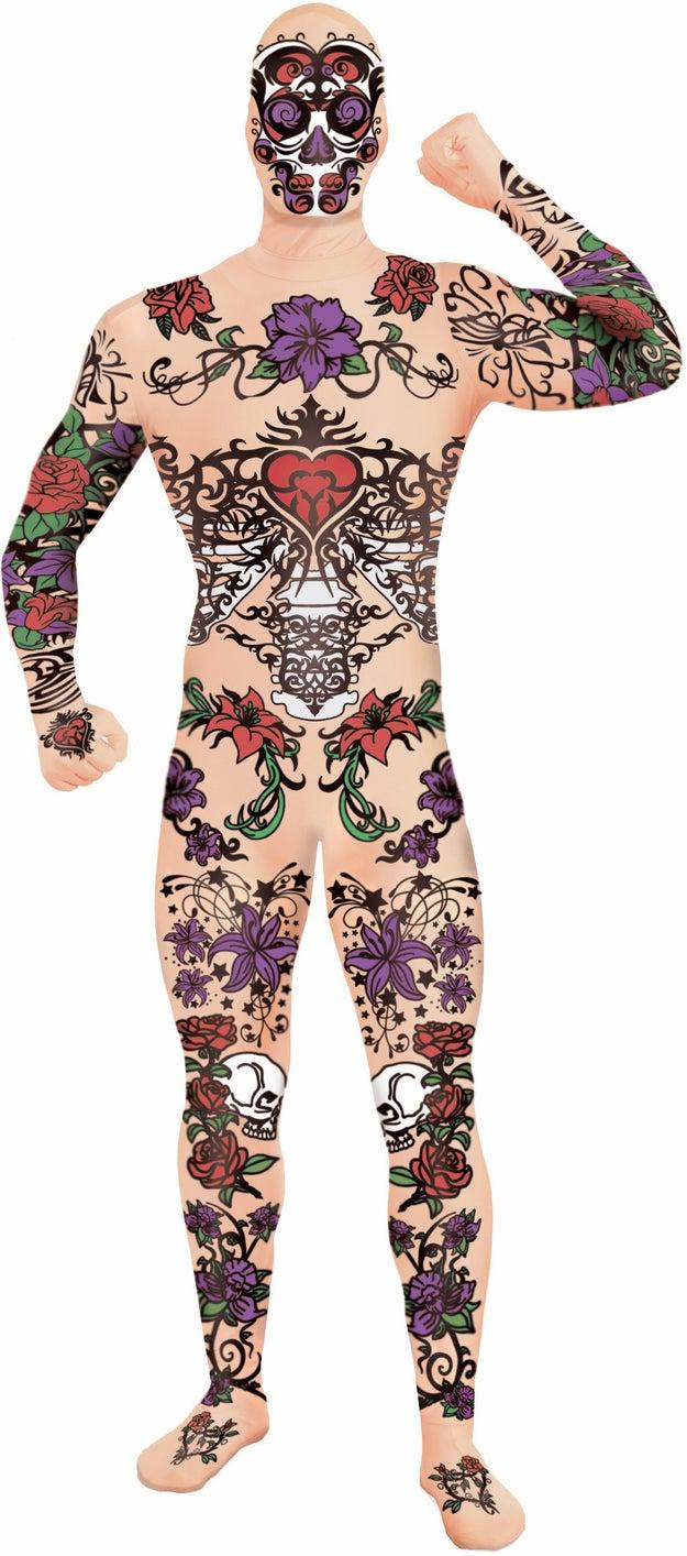Déjalos a todos con la boca abierta con este disfraz de tatuajes, puros tatuajes ($663).