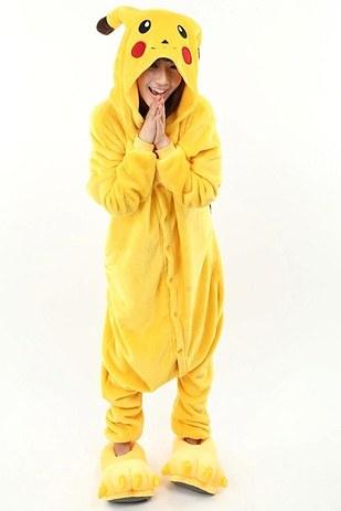 3. Este Pikachu es doble uso  disfraz y cobijita deliciosa para el frío de  octubre ( 399). 1d9751f6e15