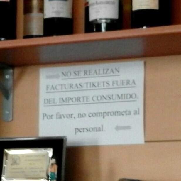 """Este descriptivo cartel que resume aquello de la """"picaresca"""" española."""