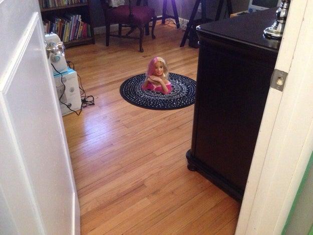 Ya ves mamá, Barbie si tiene poderes mágicos y puede transportarse a través de portales.