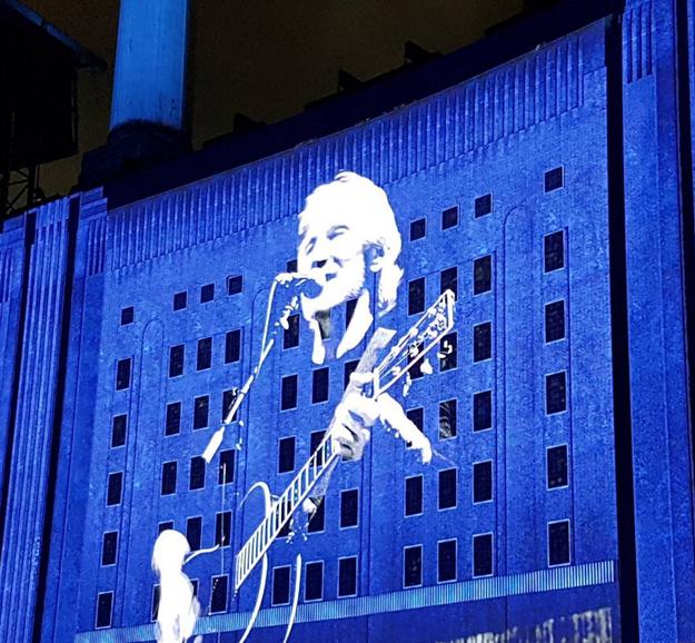 Sin embargo, este concierto fue diferente: sencillamente Waters se superó a sí mismo.