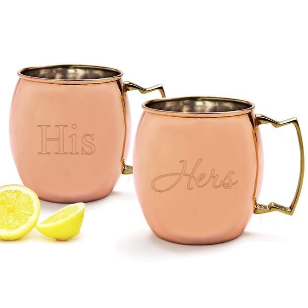 Un par de tazas de cobre para prepararte un Moscow Mule sin que tu pareja te quite la tuya ($1327).