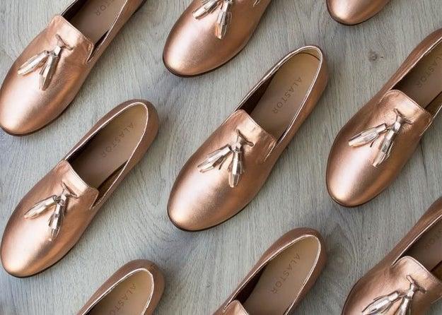 Estos loafers de tu color favorito que no querrás quitarte de lo cómodos que están ($1250).