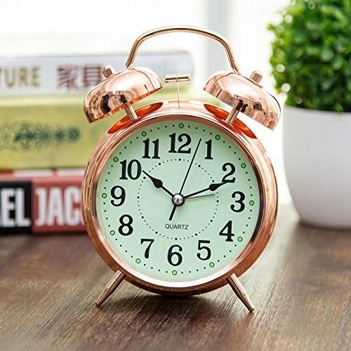 Si se trata de despertar como una reina, necesitas este reloj ($368).