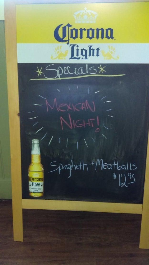 Esta noche mexicana con un delicioso platillo de espagueti con albóndigas como plato principal.