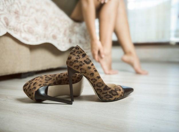 Evita los zapatos de punta picuda.