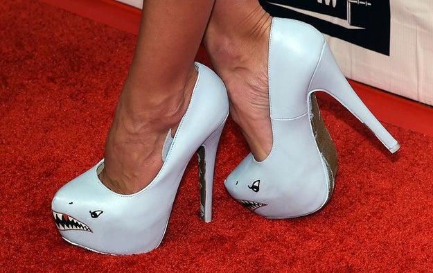 Pruébate los zapatos en la tarde o en la noche.