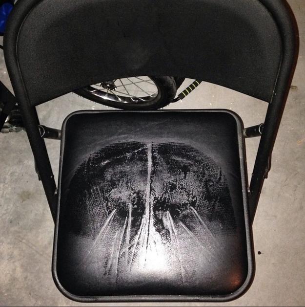 Cuando usas shorts, siempre te quedas pegada en las sillas.