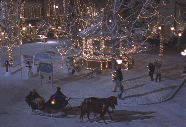 """Rory and Lorelai are back in full, witty, fast-talking force — and it is glorious! The scene, from """"Winter,"""" opens in the gazebo. THE GAZEBO!!!"""