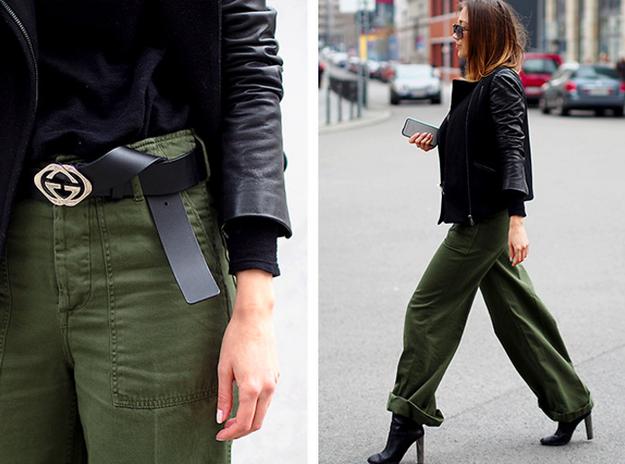 Una chamarra de piel puede ser la mejor pareja para unos pantalones militares.