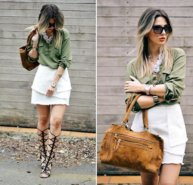 Combina tus sandalias de gladiador con una falda y una camisa fajada para lograr algo más elegante.
