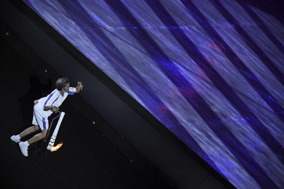 Outro momento de grande emoção foi quando a ex-paratleta brasileira Marcia Malsar caiu durante a caminhada com a tocha.