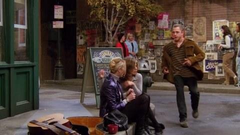 Giovanni Ribisi hace el papel de Frank Jr., el hermano perdido de Phoebe...