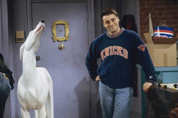 El infame perro blanco que Joey compra cuando se vuelve exitoso es, en realidad, un regalo que le dieron a Jennifer Aniston cuando empezó a actuar.