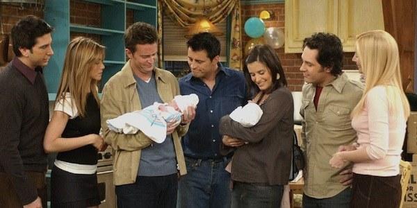 Mónica dice las primeras líneas de la serie, y Chandler dice las últimas.