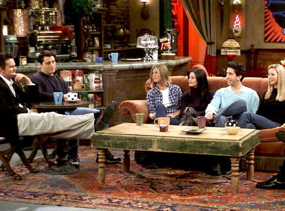 Central Perk está abajo del edificio de los departamentos donde viven Joey, Chandler, Mónica y Rachel.