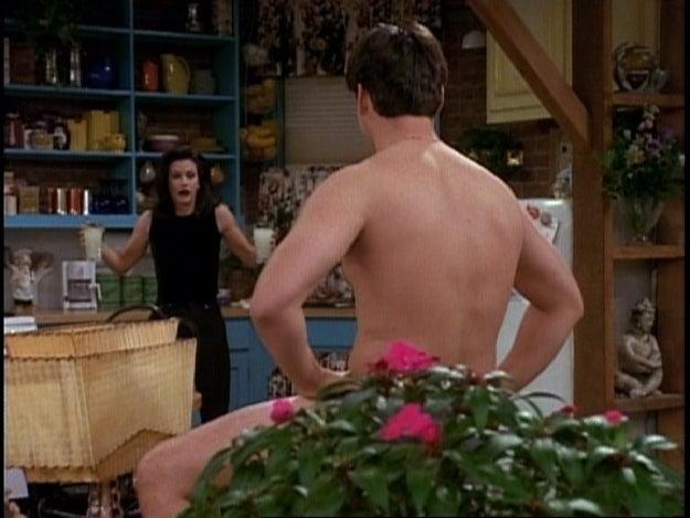 Antes de que se eligiera al elenco, la idea era que la historia de amor principal fuera entre Mónica y Joey.