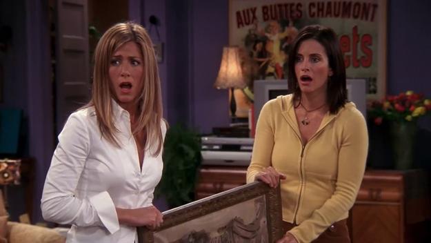 Inicialmente, Courtney Cox iba a hacer el papel de Rachel, pero cuando leyó el guión, prefirió ser Mónica.