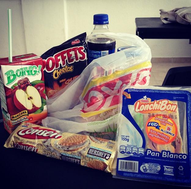 El paquete completo incluye burritos y/o sándwich Lonchibón, una Maruchan (idealmente), unas papitas y algún postrecito.
