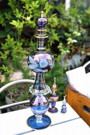 これらは「エジプト香水瓶」と呼ばれる製品。