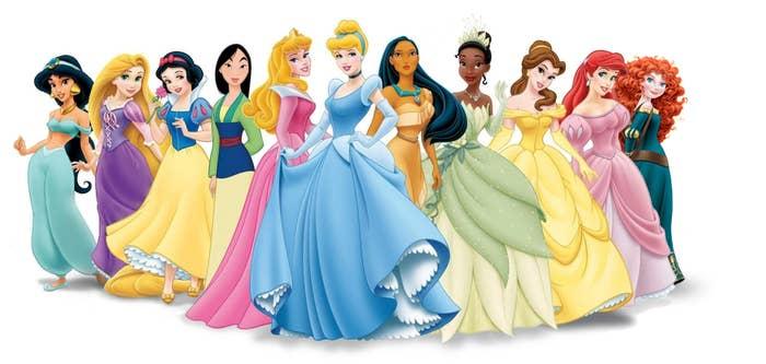 Aunque existen más princesas en las películas (como Anna de Frozen), sólo las de arriba son oficialmente Princesas Disney. Las princesas suelen pasar por una ceremonia antes de poder unirse a los rangos de las princesas oficiales.