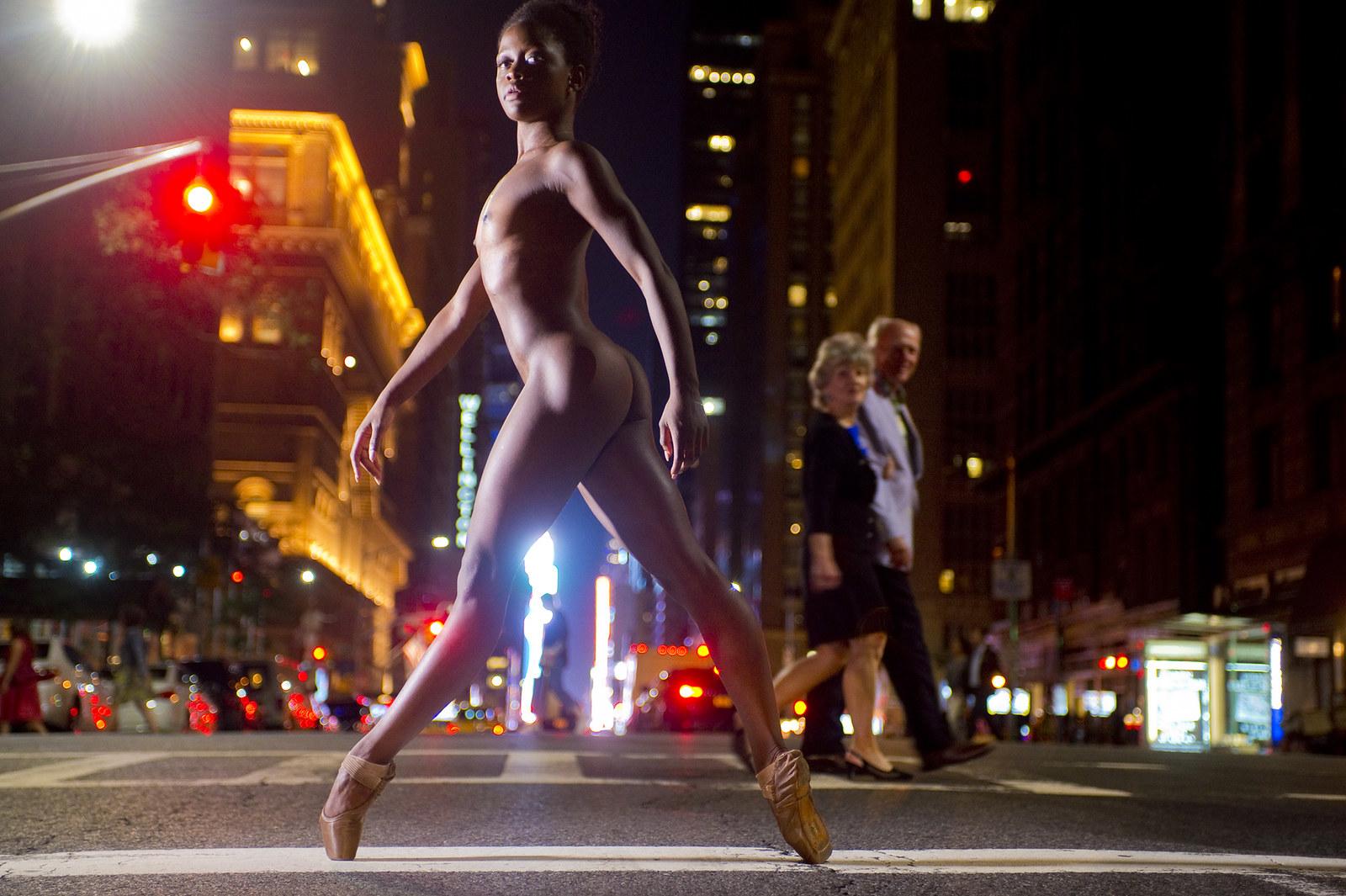 Без одежды танцуют — img 15