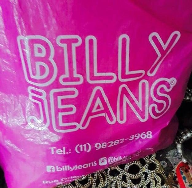 Só o Brasil tem coragem de homenagear o Michael Jackson com a loja Billy Jeans.
