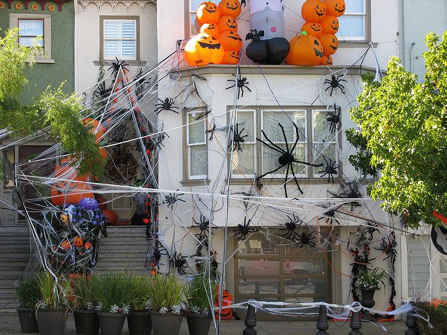 decoration halloween fait maison 2 Aux États-Unis, tout est décoré à la dimension de cet événement: de